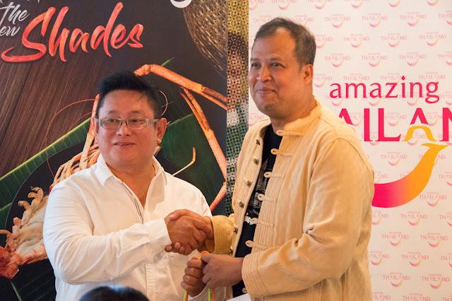 """MAKAN THAI, LAWAT THAILAND 2019 - Kalau korang ada baca blog mummy sebelum ini << SINI >> , mummy ada war-warkan tentang EAT THAI, VISIT THAILAND 2019 UNTUK MENANGI TRIP KE BANGKOK ! Baru-baru ini, telah berlangsung pelancaran kempen """"Makan Thai, Lawat Thailand 2019"""", permulaan kolaborasi antara Pihak Berkuasa Pelancongan Thailand, Malaysia (TAT) bersama restoran-restoran di negara ini.   MAKAN THAI, LAWAT THAILAND 2019    Ini selari dengan kempen """"Membuka Lembaran Baharu"""" dalam Amazing Thailand, yang menumpukan kepada lima sektor utama pelancongan bagi membantu pelancong-pelancong antarabangsa merasai pengalaman mengenai negara itu daripada perspektif baharu. Sektor tersebut termasuk; Gastronomi, Seni dan Kraf, Budaya Thai, Alam Semulajadi dan Gaya Hidup Thai.     Kempen """"Makan Thai, Lawat Thailand 2019"""", yang bermula dari 20 Mac hingga 30 April ini, adalah kolaborasi antara TAT dan kesemua lapan cawangan Mr Tuk Tuk di Malaysia. Restoran tersebut akan memperkenalkan beberapa sajian makanan dan minuman baharu sempena kempen. Makanan jalanan Thailand sangat popular dalam kalangan rakyat Malaysia dan Mr Tuk Tuk mengalu-alukan pengunjungnya dengan makanan halal Thai yang sedap dan berkualiti. Setiap sajian telah terbukti keenakkannya dan rasa yang autentik, dan sememangnya terdapat banyak restoran halal seumpama itu di Thailand.     Sepanjang kempen tersebut juga, pengunjung restoran yang membelanjakan lebih RM50 dalam satu resit di mana-mana lapan cawangan Mr Tuk Tuk akan berpeluang memenangi salah satu daripada 20 hadiah yang disediakan, antaranya lawatan PERCUMA ke Bangkok untuk dua orang termasuk penginapan hotel tiga hari dua malam; lima beg bagasi; 10 beg tangan dan empat baucer makan di Mr Tuk Tuk.       Pengarah TAT, Kuala Lumpur, Encik Ahman Mad-Adam, berkata: """"Makanan Thai bukan sekadar satu sajian, sebaliknya ia adalah satu keterujaan yang seumur hidup. Ia umpama kisah cinta yang telah berakar umbi dalam budaya negara itu dan paling penting, di dalam keluarg"""