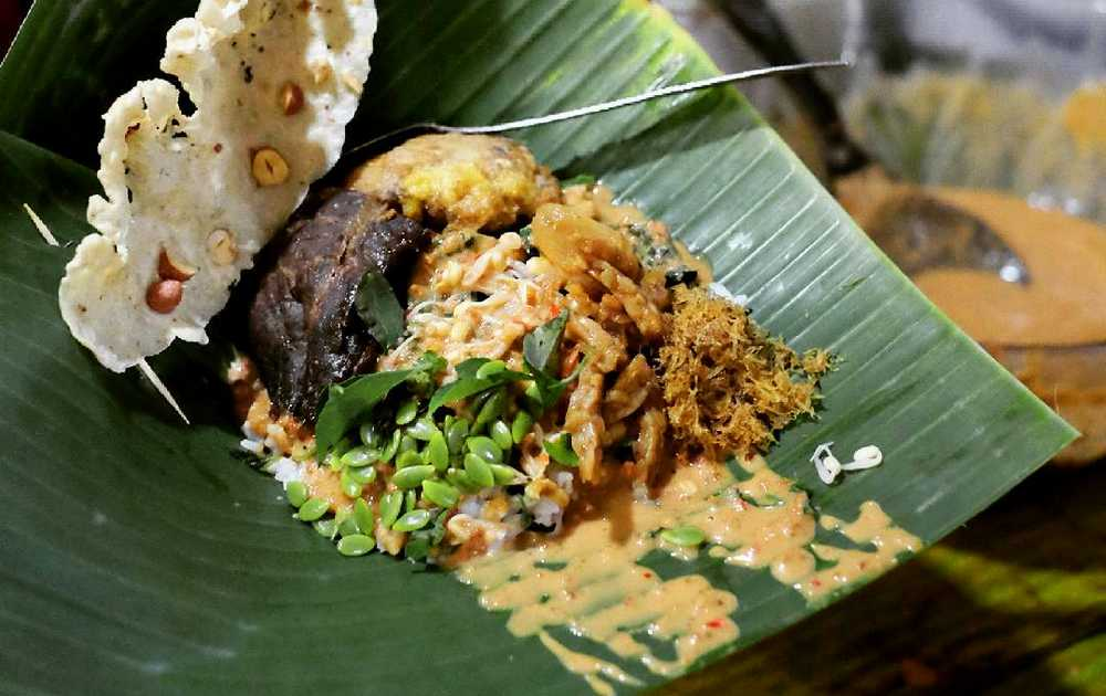 Tempat Makan Nasi Pecel Madiun (travelingyuk.com)