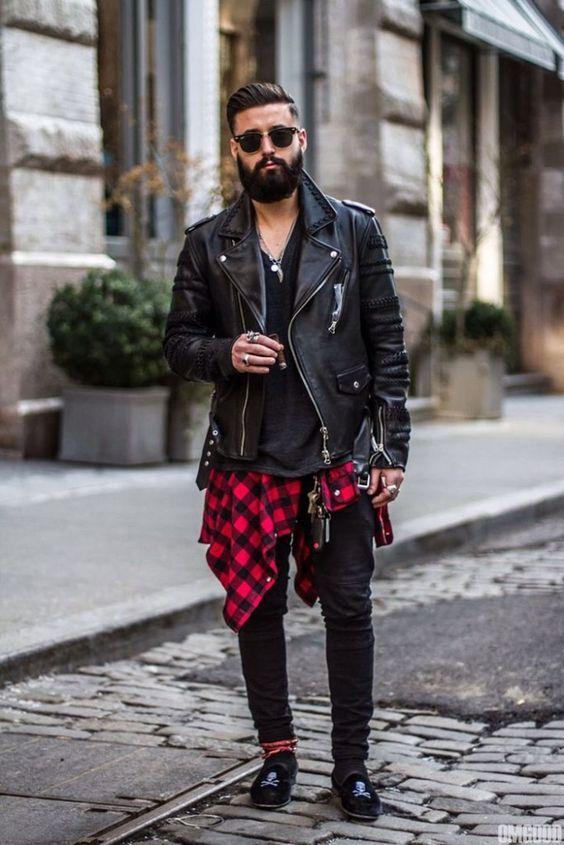 look masculino com jaqueta couro preta biker