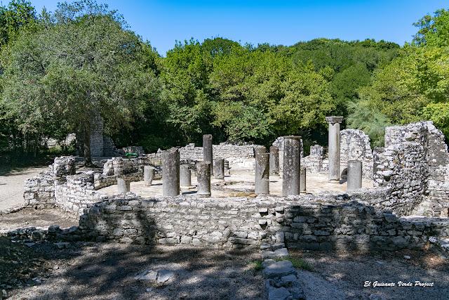 Baptisterio de Butrint - Albania por El Guisante Verde Project