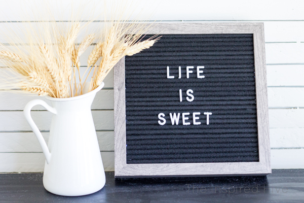 The easy way to create your own DIY felt letterboard. Instead of spending money on a fancy vintage felt message board, learn how to make your own. Get the DIY tutorial!