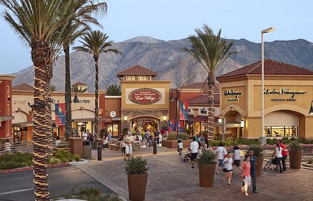 Compras no Desert Hills Premium Outlets nas proximidades de Palm Springs