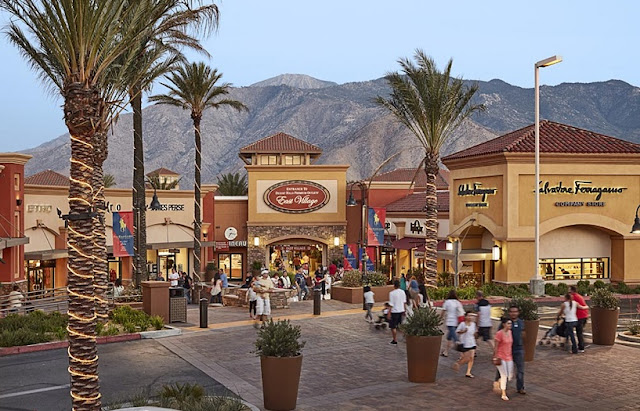 Compras no Desert Hills Premium Outlets em Anaheim