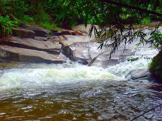 Corredeira e Fosso na Cachoeira do Escorrega, Sana, Rio de Janeiro