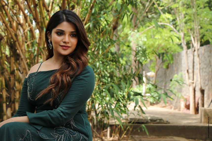 Aathmika at Naragasooran Trailer Launch