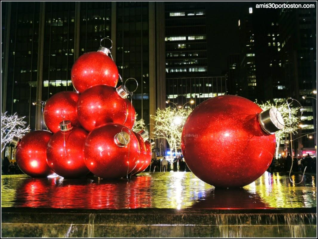 Bolas Gigantes de Navidad en la Sexta Avenida
