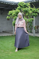 ANDHIMIND Carissa Pleated Skirt Grey