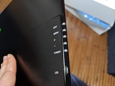 cocoparモバイルモニター写真 操作ボタン