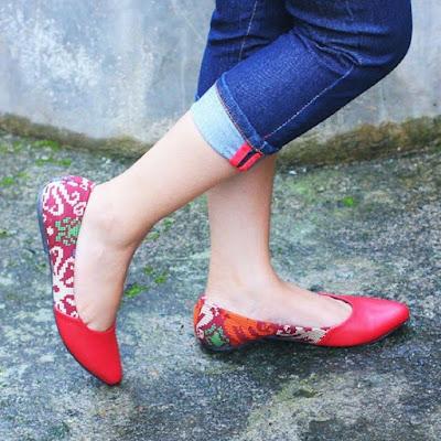 Sepatu Batik Borneo (Merah)