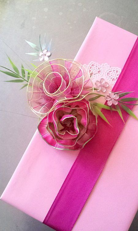 Idéia de caixa para doces com flor feita de fita