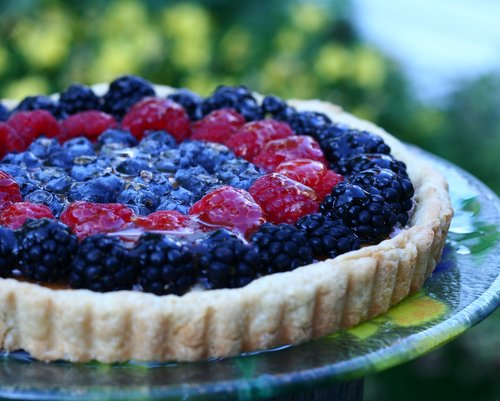 Easy Elegant Fruit Tart ♥ KitchenParade.com, part tart, part cheesecake, very adaptable, just rings of blueberries, raspberries and blackberries over a cream cheese base. Fresh & Summery. Easy to Make, Looks Impressive, Tastes Great.