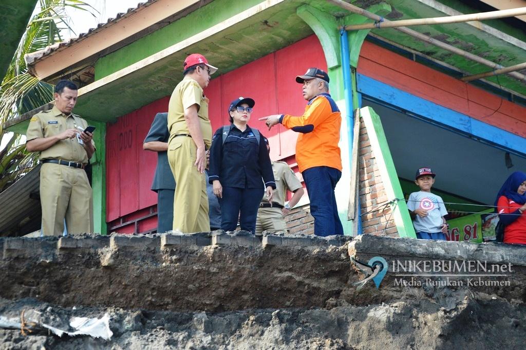 Rusak Akibat Abrasi, Pemkab Kebumen Bakal Tata Ulang Pantai Suwuk