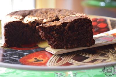 Torta con cioccolato e noci