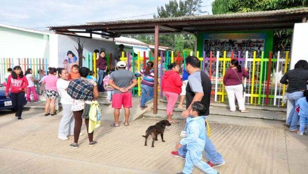 Más de 3.000 escuelas reabren sus puertas en México tras sismos
