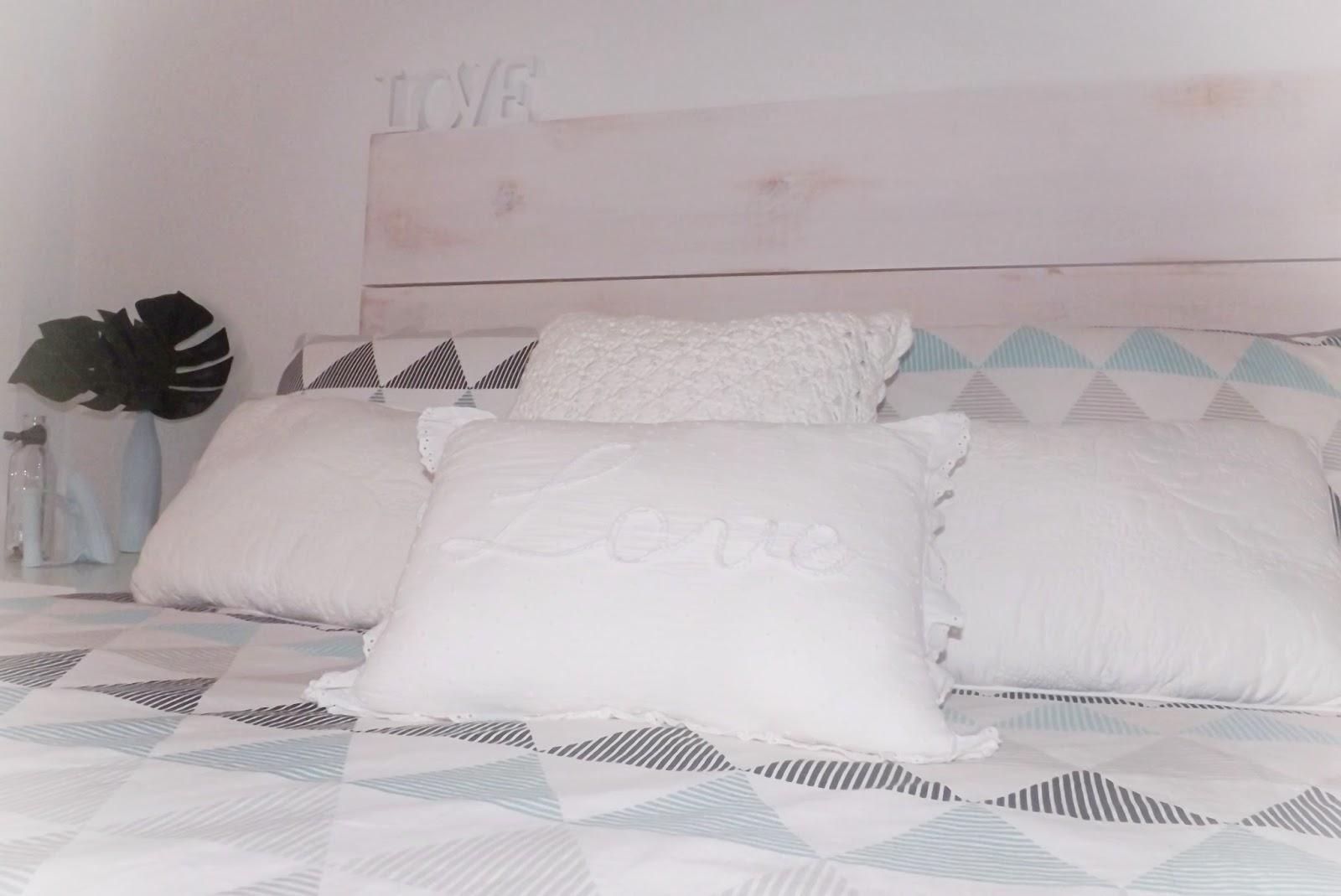 Ikea sabanas cama affordable ropa de cama en ikea y la cama nueva se mereca un regalo por lo - Ikea ropa de cama colchas ...