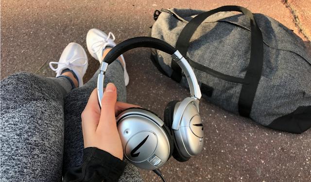 Casque audio et sac de sport