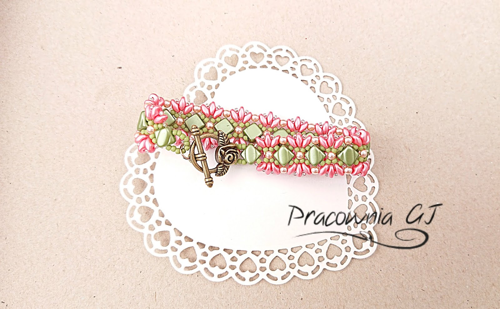 Rose_and_green_bracelet_superduo_and_silky_beads