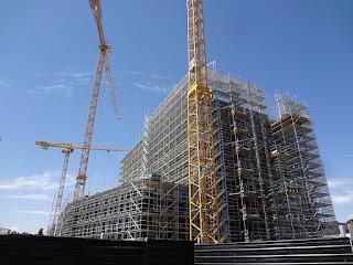 """Tours en construction autour de """"Lancy-Pont-Rouge"""", première grande réalisation du projet Praille - Acacias - Vernets (PAV)"""