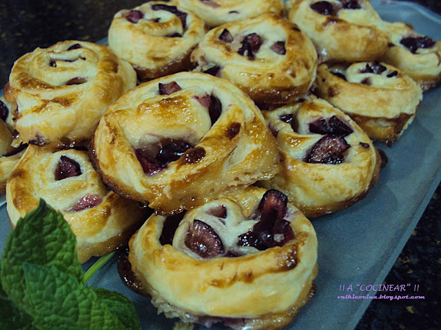 Espirales con cerezas y leche condensada