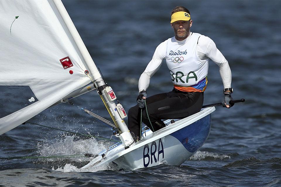 Robert Scheidt termina em quarto lugar na classificação geral da classe laser. Foto: Reuters/Benoit Tessier/Direitos Reservados