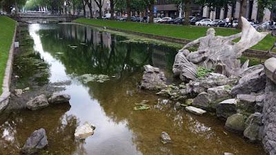 http://www.rp-online.de/nrw/staedte/duesseldorf/blockierter-abfluss-laesst-algen-im-koe-graben-wachsen-aid-1.6828043