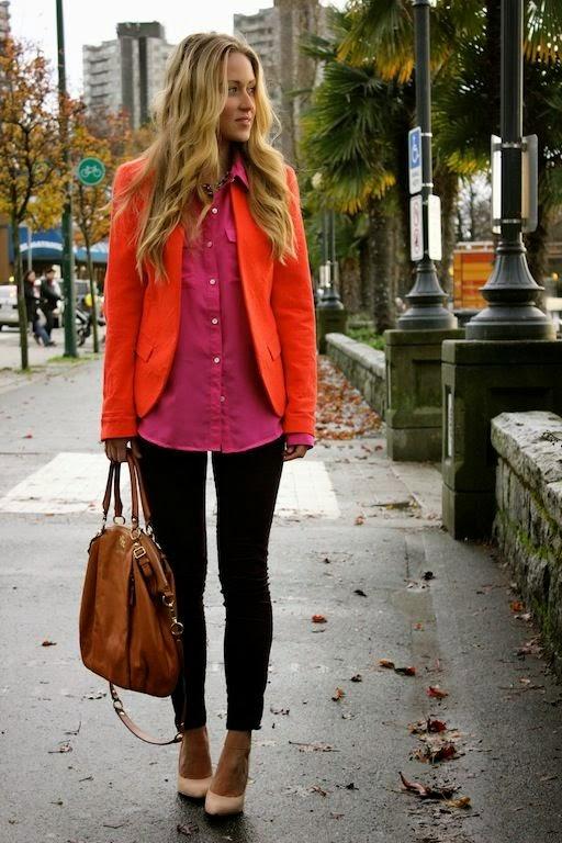 blusa rosa e blazer vermelho