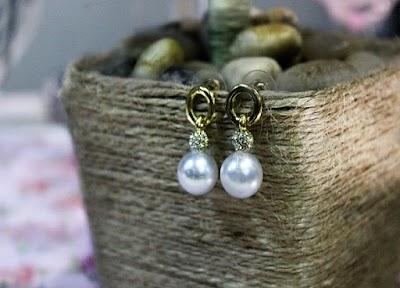 Construye pendientes con perlas baratas. Bisutería fácil