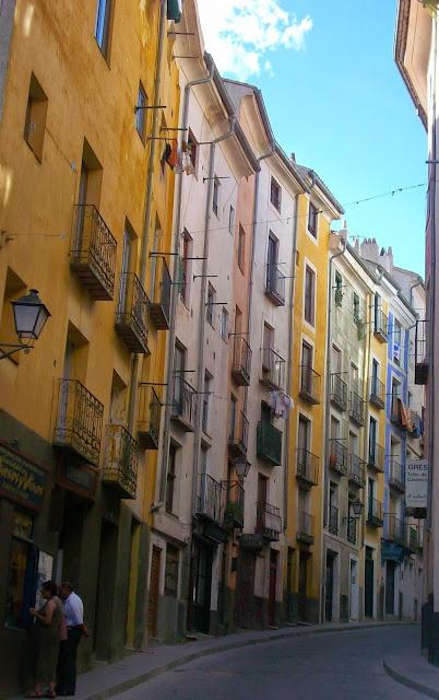 Fachadas de colores típicas de Cuenca