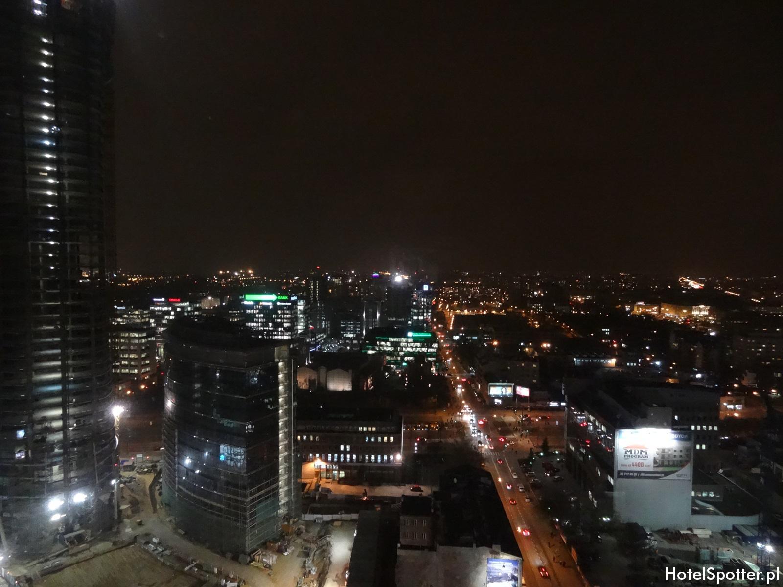 Hilton Warsaw Hotel - widok z okna na 23 pietrze warsaw spire