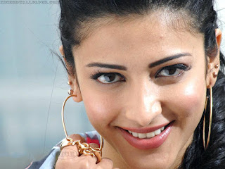 Shruti Hassan Smile Wallpaper