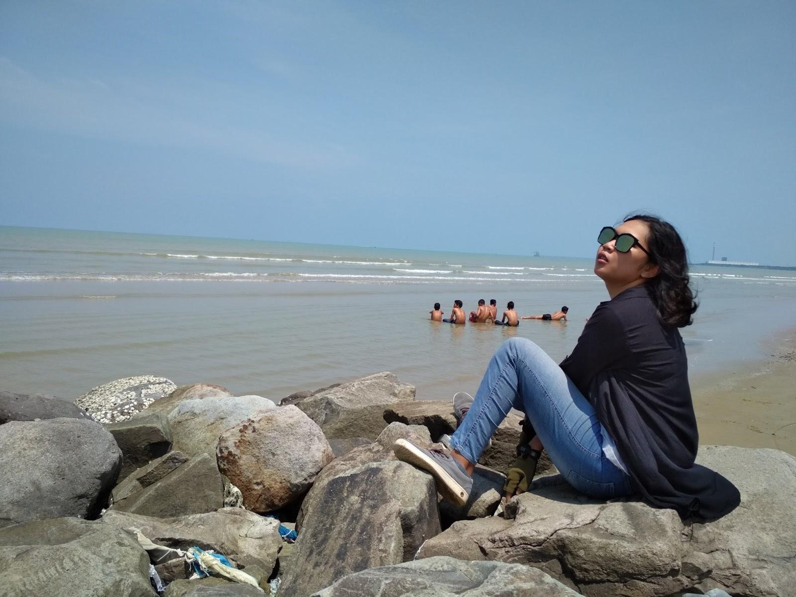 Berjemur di Pantai Caruban Lasem