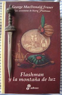 Portada del libro Flashman y la montaña de la luz, de George MacDonald Fraser