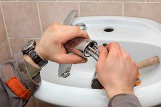 Limpiar y desatrancar tuberías con métodos caseros