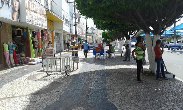 Comerciantes  de Delmiro Gouveia relatam queda nas vendas durante período de festas juninas