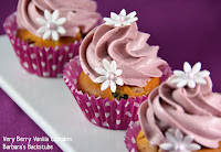 http://www.barbarasbackstube.ch/2015/02/very-berry-vanilla-cupcakes.html