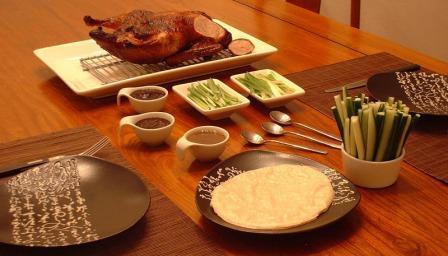 Рецепт утки по-пекински отличаеися от привычных нам блюд наличием маринада