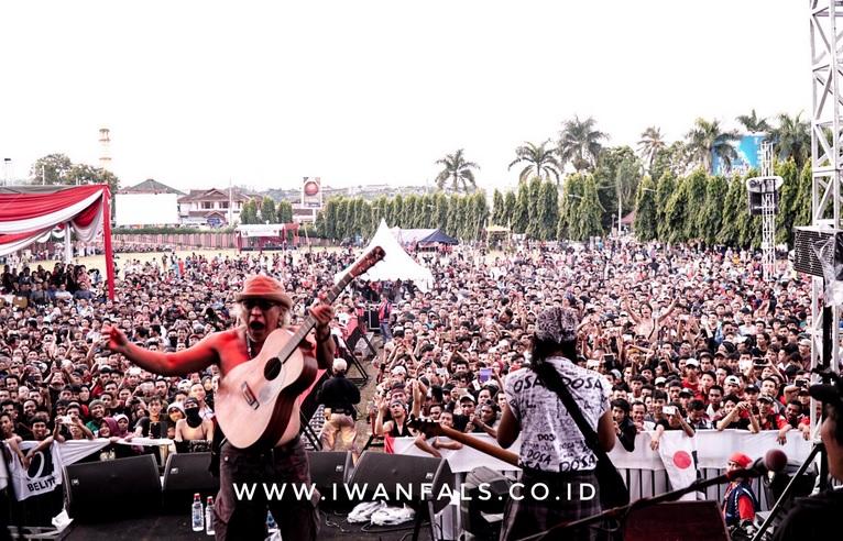 Konser Iwan Fals di Lampung