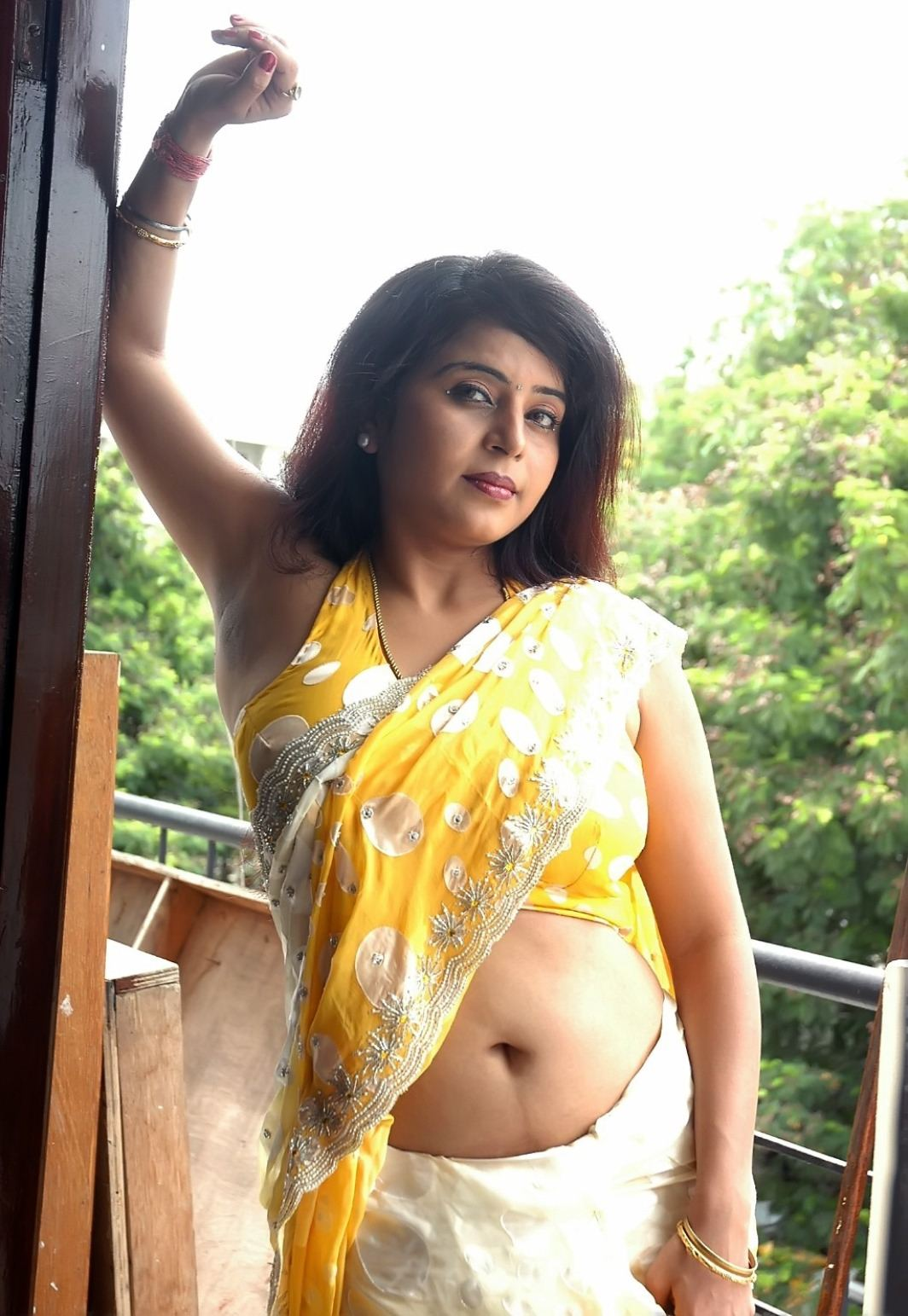 Malayalam Actress Fake Navel: Mollywood Actress Big Navel Show Photos, Malayalam Actress