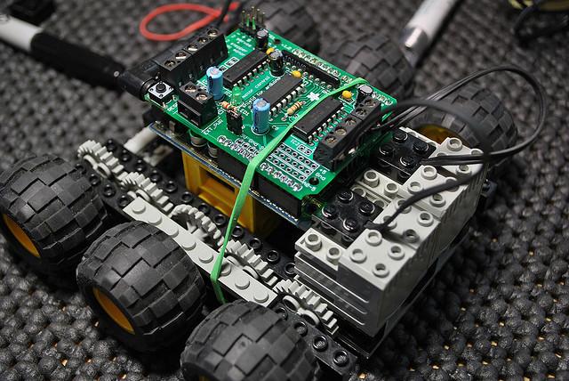 Un robot arduino à base de lego technique mchobby le