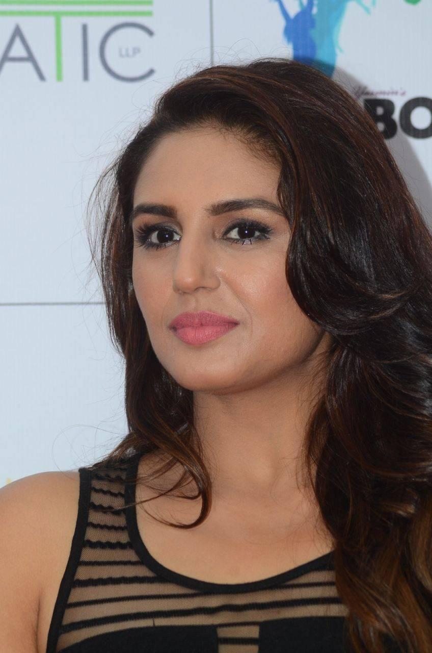 Huma Qureshi Hot Stills In Black Dress