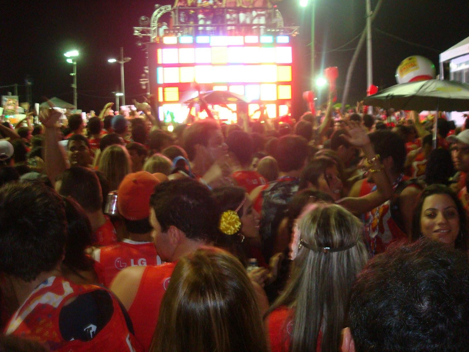 2e974ff554 Ainda em clima de carnaval soteropolitano