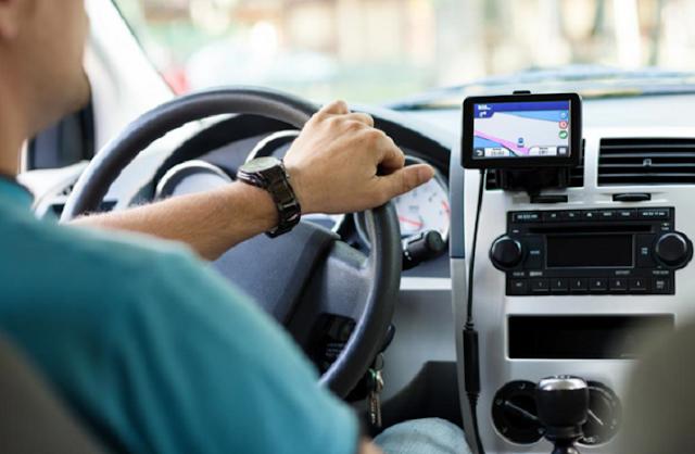 Viajar com um GPS de carro em Santa Mônica e na Califórnia