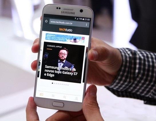 Galaxy S7 com acabamento branco: topo de linha da Samsung teve lançamento na feira de celulares de Barcelona