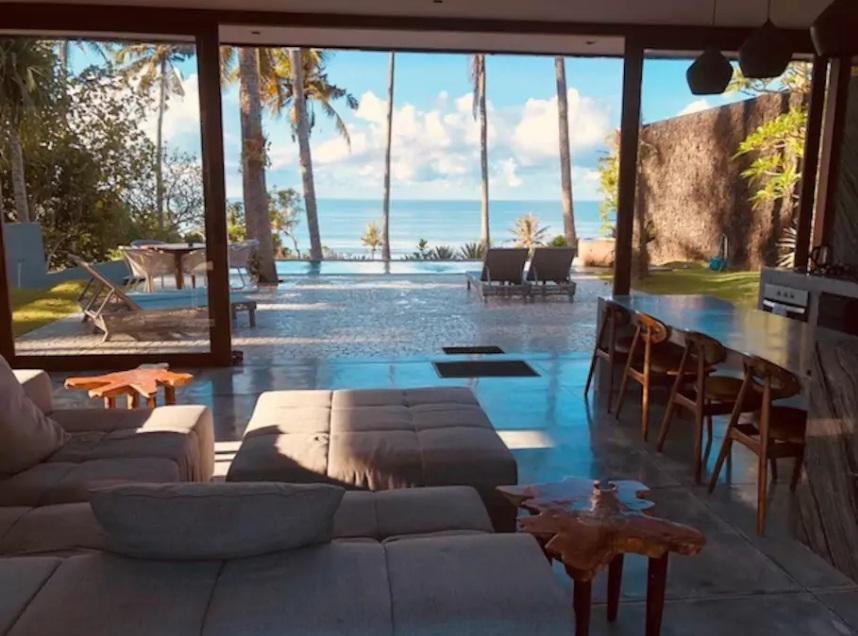 villa modern airbnb di pinggir pantai