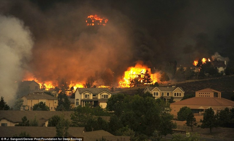 20 Pictures That Prove That Humanity Is In Danger - A fire storm plows through Colorado – increased incidences of wild fires is a result of climate change