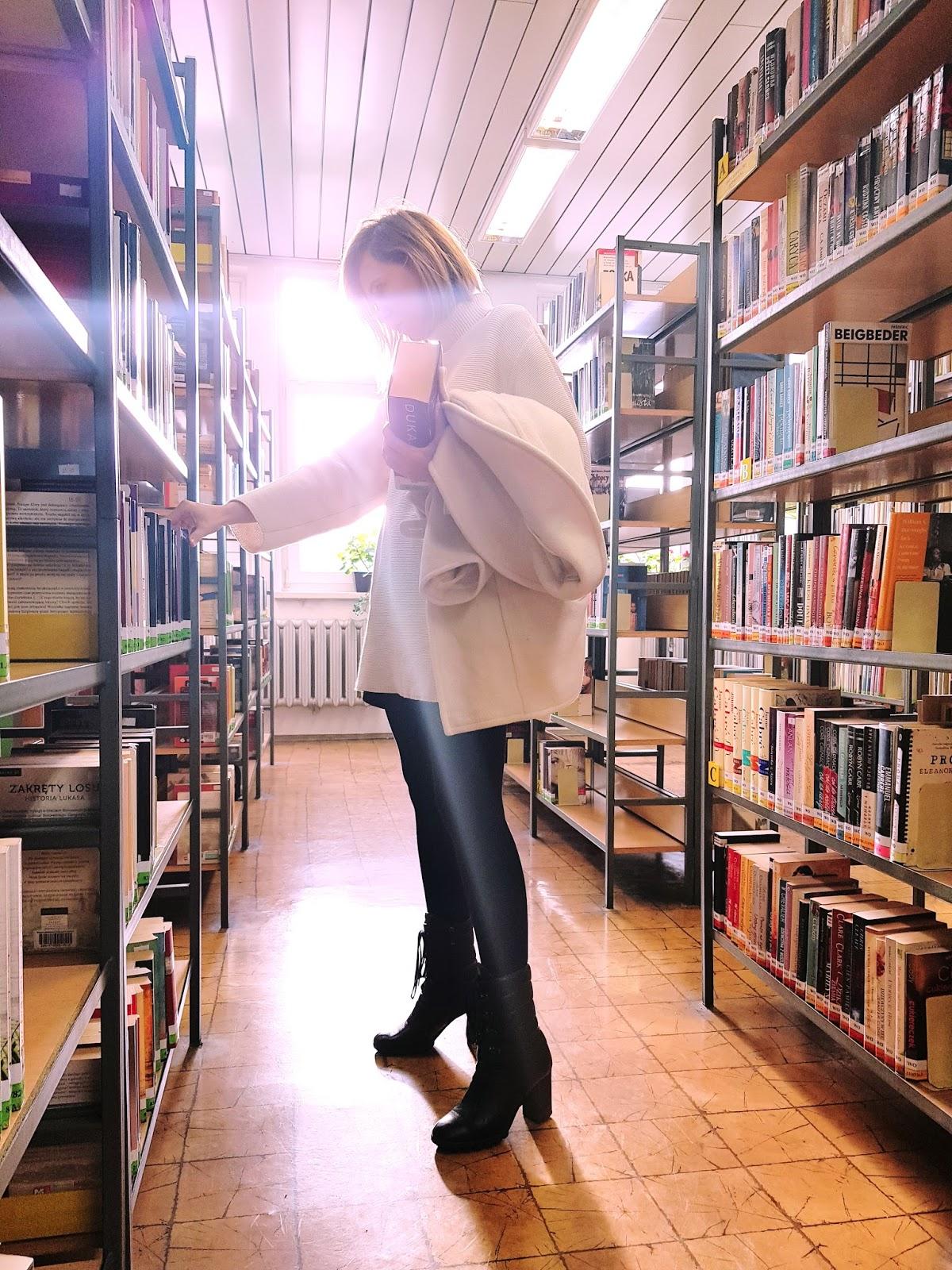 library, biblioteka; library style; botki Baldowski