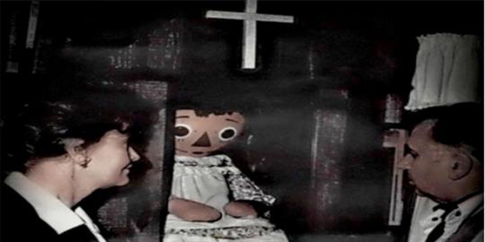 Pada 1970 seorang perempuan belanja di sebuah toko barang bekas. Matanya  tertuju pada boneka berbusana tambal sulam. Dia pun membelikan untuk sang  putri ... db3f9967e2
