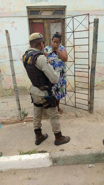 Polícia Militar de Alagoinhas leva fio de esperança as famílias carentes com entrega de cestas básicas