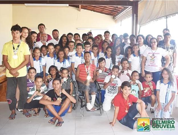 Em Delmiro Gouveia, música, alegria e emoção marcaram encontro com os medalhistas da Secretaria de Educação