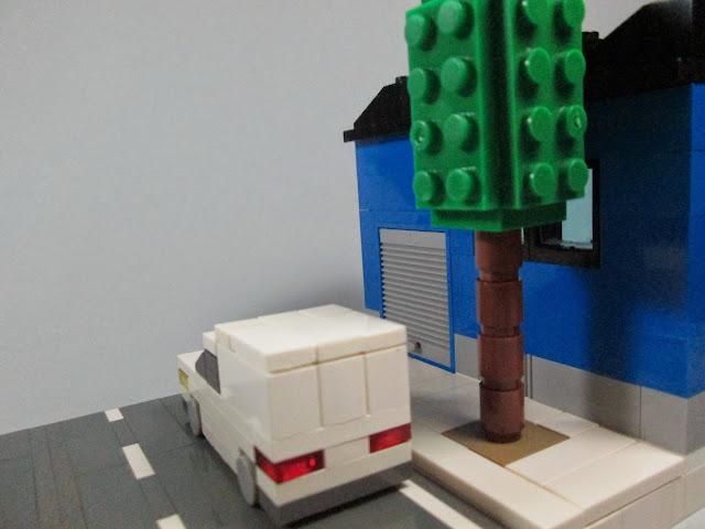 MOC LEGO Armazém e carrinha de distribuição em micro escala.